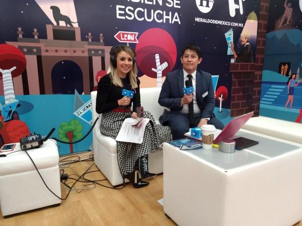 Blanca Becerril y Eduardo López desde la feria de Hannover Messe en León, Guanajuato. FOTO: ESPECIAL