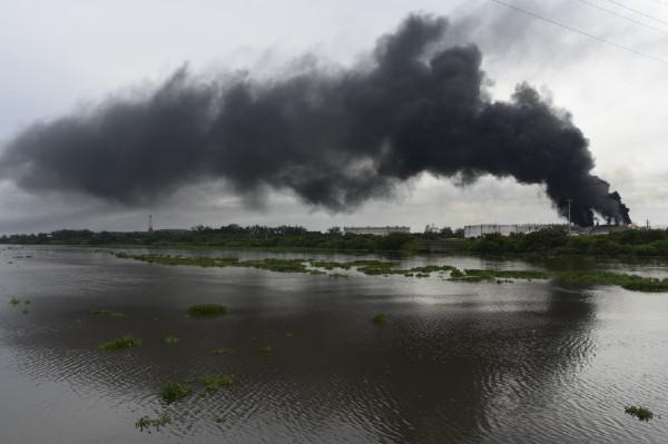 Recientemente se registró un incendio en uno de los contenedores ubicados en la terminal marítima de Pajaritos pertenecientes al grupo de complejos petroquimicos de Pemex en la ciudad de Coatzacoalcos. Foto: Cuartoscuro