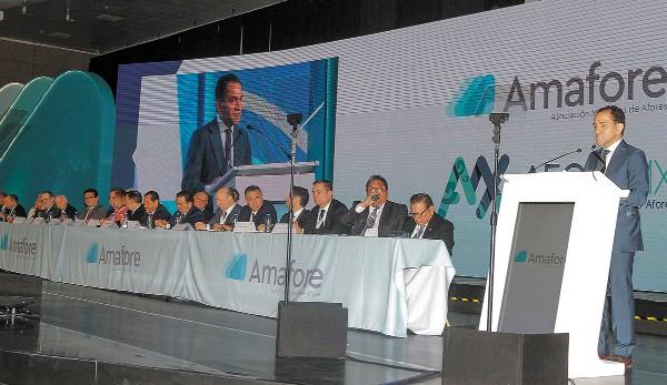 PRESENCIA. El secretario de Hacienda estuvo en la Convención Nacional de Afores. Foto: NOTIMEX