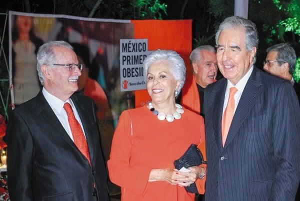 CENA EN ROJO. Ana Iturbide de Sepulveda, presidenta del patronato, y Bernardo Sepulveda. Foto: Agencia JDS