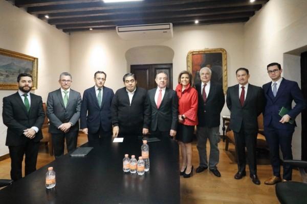 El gobernador de Puebla, Miguel Barbosa Huerta, se reunió con directivos de Iberdrola. Foto: Especial