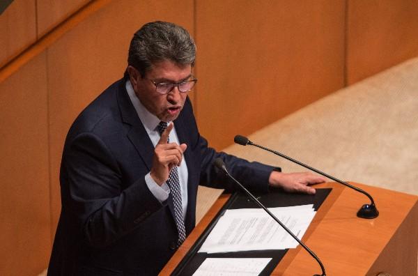 El coordinador del grupo parlamentario morena, Ricardo Monreal, durante la sesión Ordinaria en La Cámara de Senadores. FOTO: ANDREA MURCIA /CUARTOSCURO.COM