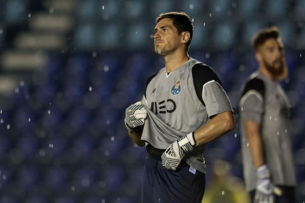 Iker Casillas jugó en el Estadio Azul. Mexsport