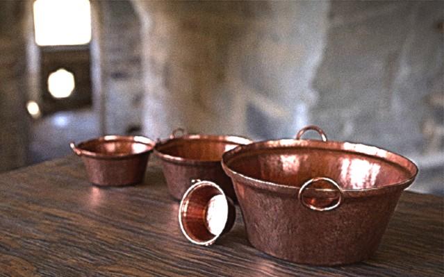 CAZOS DE COBRE. Indispensables para las carnitas. Se hacen en Santa Clara del Cobre. Foto: Especial