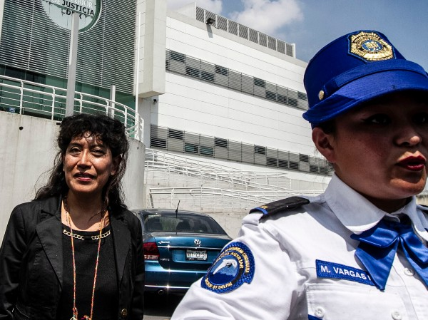 JUSTICIA. La madre de Lesvy, Araceli Osorio, acudió a escuchar el fallo de los jueces. Foto: NOTIMEX