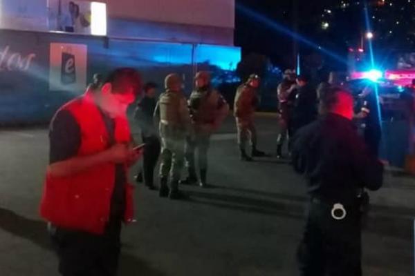 Reportan amenaza de bomba en Plaza Ecatepec: FOTOS