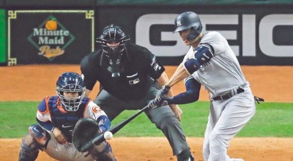 PODER. Giancarlo Stanton se voló la cerca en el sexto inning. Foto: AP