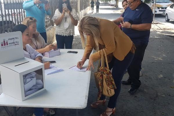 Hasta el momento, el Congreso de Baja California, que es el organizador de la consulta, reporta que no hay incidentes en las mesas de votación. Foto: Especial