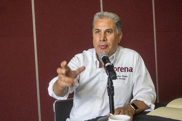 Alejandro Rojas Díaz Durán, consejero del partido Movimiento de Regeneración Nacional, ofreció conferencia de prensa para pedirle a Yeidckol Polenvsky, líder nacional de ese partido, que permita la afiliación con miras a la próxima elección de la dirigencia. FOTO: ISAAC ESQUIVEL /CUARTOSCURO.COM