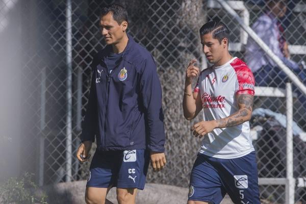 Carlos Cisneros está de vuelta con las Chivas. Mexsport