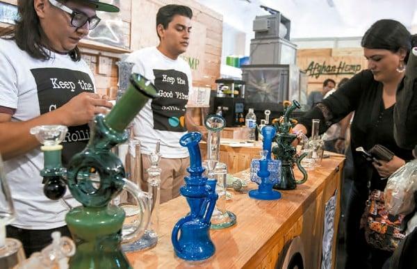 RUTA. La industria reglamentada de la Cannabis ha crecido en países como Canadá y EU. Foto: Especial