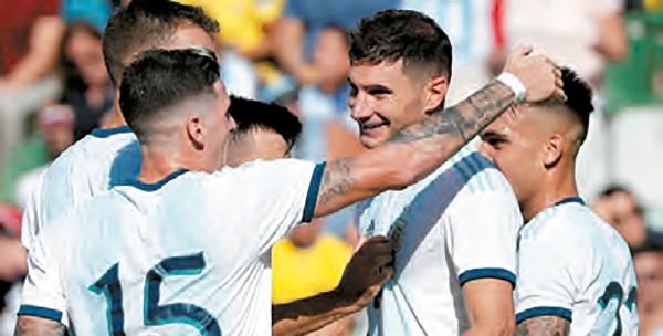 CUMPLE CASTIGO. Luego de este amistoso ante Ecuador, Lionel Messi ya podrá jugar con la selección argentina, al haber cumplido la sanción de la Conmebol por sus dichos contra el arbitraje. Foto: EFE