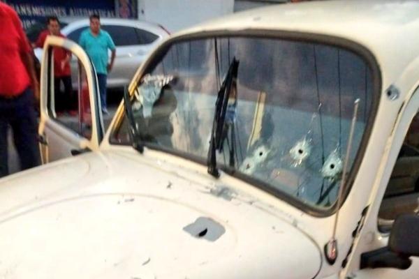Vehículo donde fue atacada la familia. Foto: SUUMA_CDMX