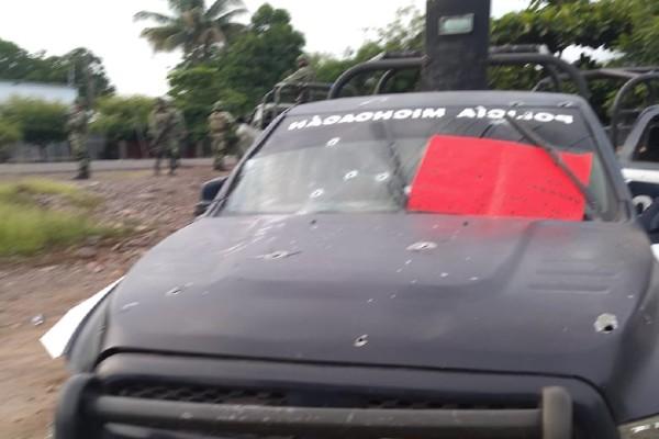 Los responsables dejaron mensajes de amenaza sobre las patrullas de la Policía Michoacán. Foto: Especial