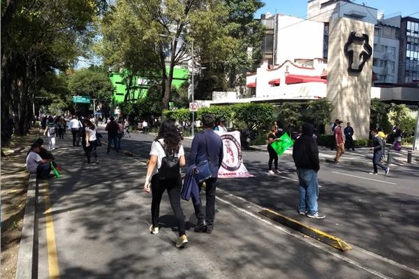 Algunos manifestantes han bloqueado diversas partes de Insurgentes. Twitter