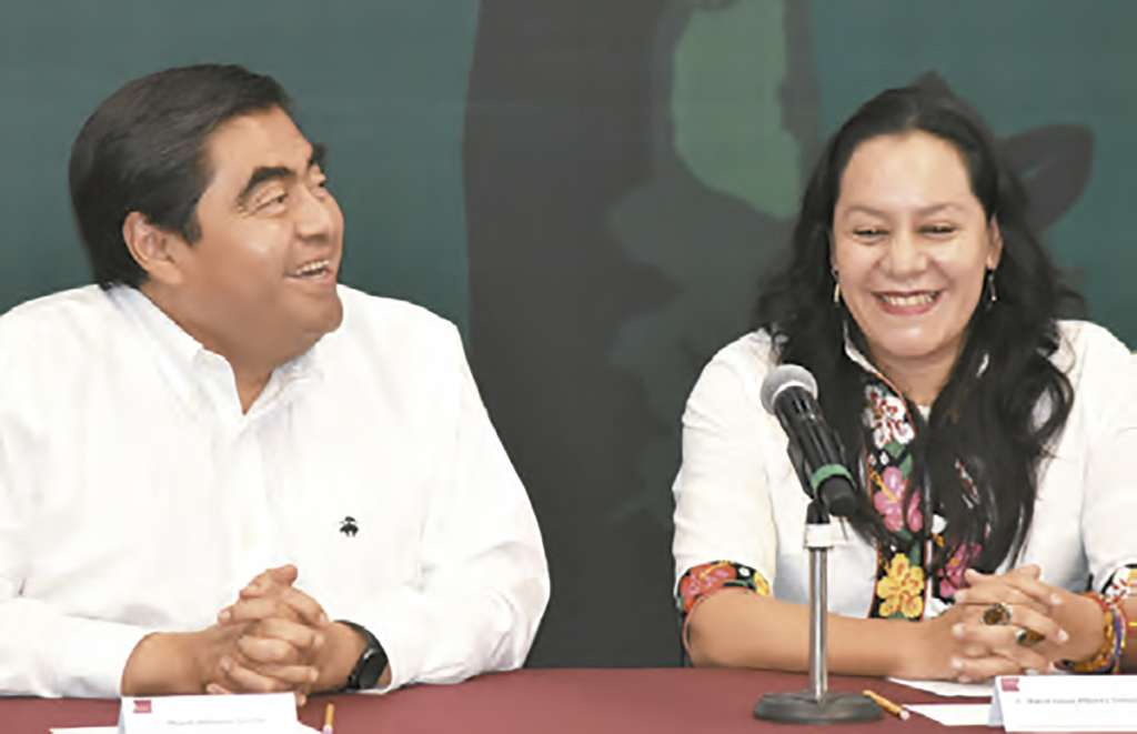 ACTO. Miguel Barbosa y María Luisa Albores encabezaron la firma del convenio. Foto: ENFOQUE