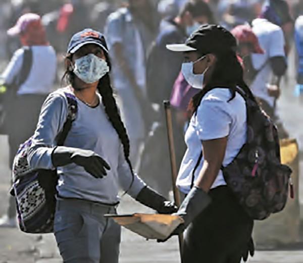 CAMBIO. Indígenas limpiaron la zona de protestas. Foto: EFE