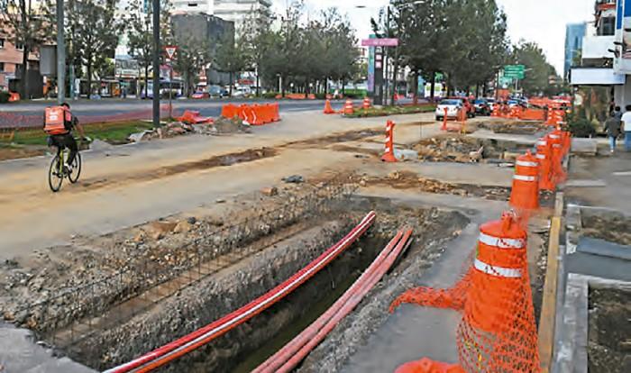ABIERTO. La intervención incluye la reducción de carriles y se cancelan todas las vueltas a la izquierda. Foto: Leslie Pérez