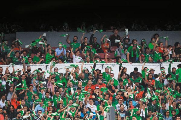 Ayer, las taquillas del Estadio Azteca presentaron una escasa demanda en la venta de boletos. Foto: Mexsport