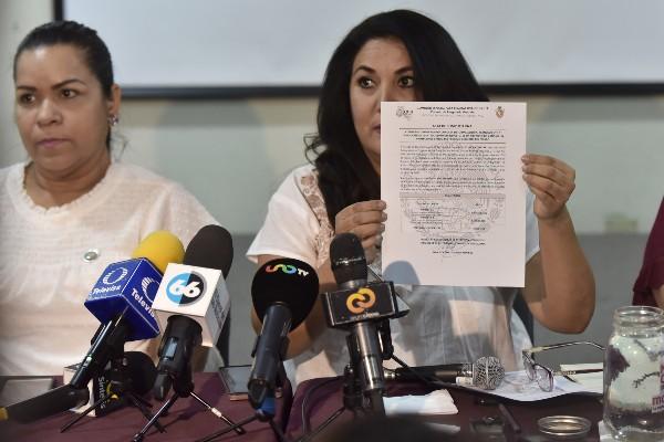 La presidenta de la Comisión organizadora de la Consulta Ciudadana, Miriam Cano, informó los votos recibidos. FOTO: SERGIO CARO /CUARTOSCURO.COM