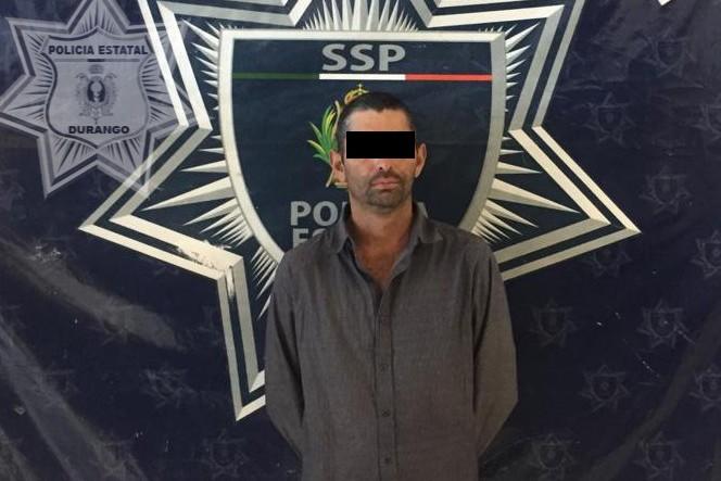 Al ver a los elementos de policía, el hombre arrojó el costal con marihuana. Foto: Especial