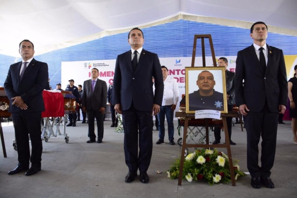 Silvano Aureoles Conejo, gobernador de Michoacán durante homenaje a policías estatales. Foto: @FiscaliaMich