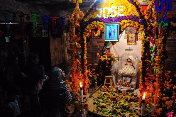 Altar de muertos en México. Foto Cuartoscuro