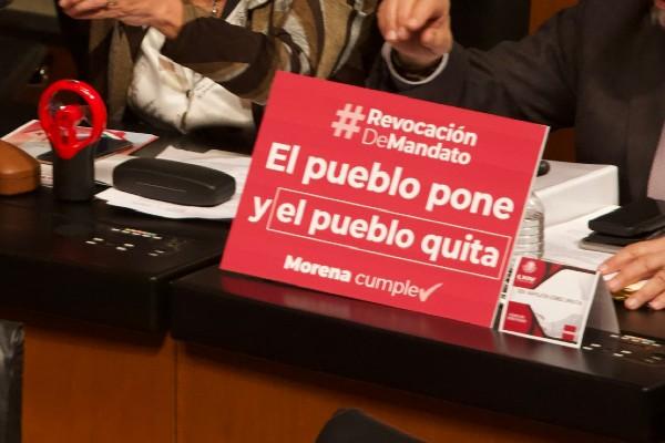 """La revocación de mandato tiene  la consigna """"El pueblo pone, el pueblo quita"""". Foto: Cuartoscuro"""