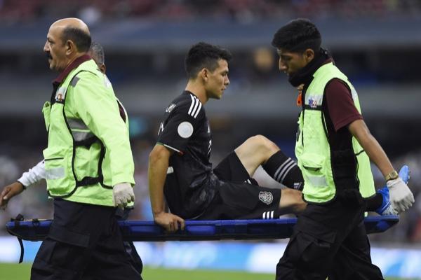 Hirving Lozano salió lesionado al minuto 66. Mexsport