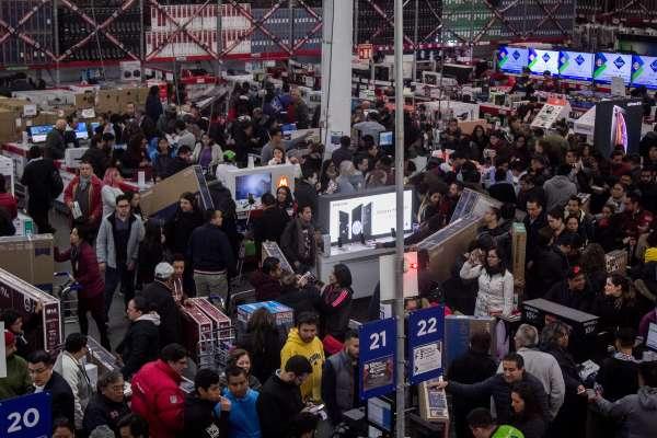 RESERVA. Incertidumbre económica frena el consumo interno en el país. Foto: CUARTOSCURO