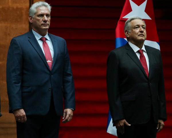 Miguel Díaz-Canel, presidente de Cuba, y Andrés Manuel López Obrador, presidente de México, durante la ceremonia de bienvenida al mandatario cubano. FOTO: GALO CAÑAS /CUARTOSCURO.COM