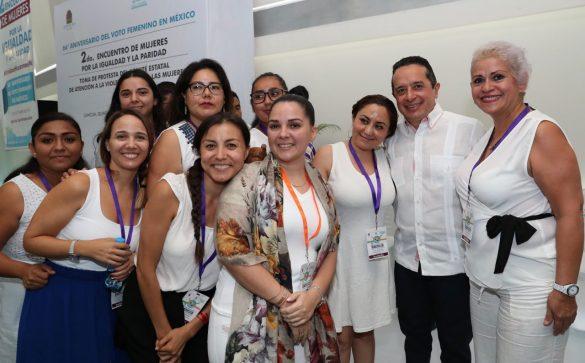 RECONOCIMIENTO. Conmemoraron el 66 aniversario del voto de la mujer en México. Foto: Especial