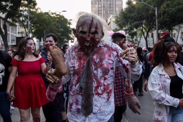Reporte Vial: Cerrado paseo de la Reforma por Desfile de Alebrijes y Marcha Zombie