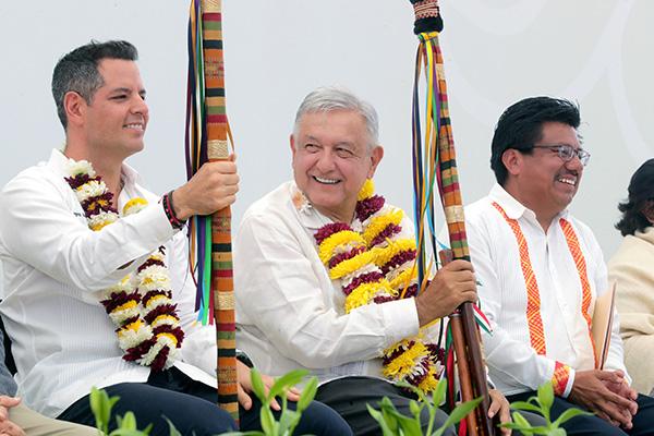 El Presidente de México, Andrés Manuel López Obrador, durante el Diálogo con los Pueblos Mixteco y Chocholteco en el Centro Coordinador de Pueblos Indígenas Nochixtlán. Foto: Cuartoscuro
