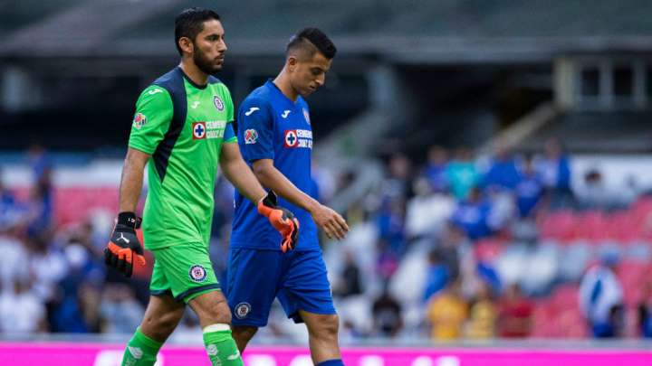 VILLANO. José de Jesús Corona cometió un error que le costó el primer gol de Morelia. Foto: Mexsport