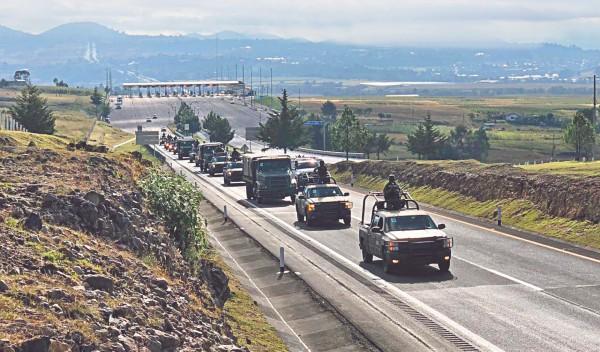 ARRIBAN PARACAIDISTAS. La Secretaría de la Defensa Nacional trasladó a más de 197 militares en un convoy militar terrestre conformado por 24 vehículos todoterreno a Culiacán, Sinaloa. Foto: Especial