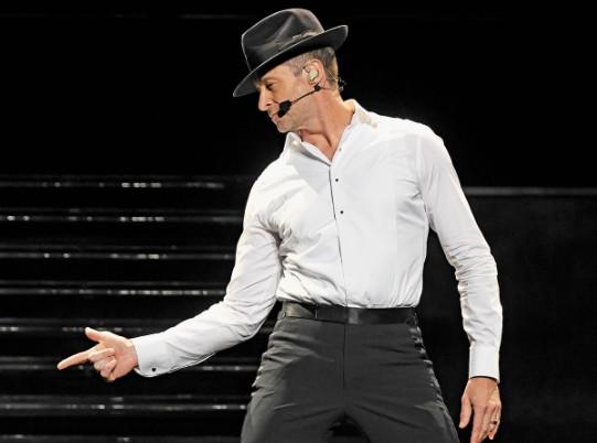 VERSÁTIL. El público se sorprendió por los dotes de bailarín que demostró el actor. Foto: Especial