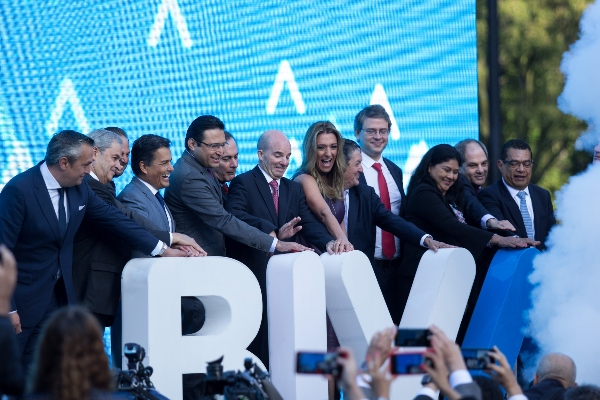 La Condusef y la Bolsa Institucional de Valores (BIVA) firmaron un acuerdo para atraer a jóvenes y hacer que inviertan en el mercado de valores FOTO: GALO CAÑAS /CUARTOSCURO.COM
