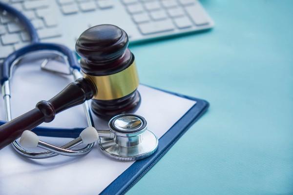 La falta de atención médica adecuada provocó la muerte de una joven de 23 años. Foto: Pixabay
