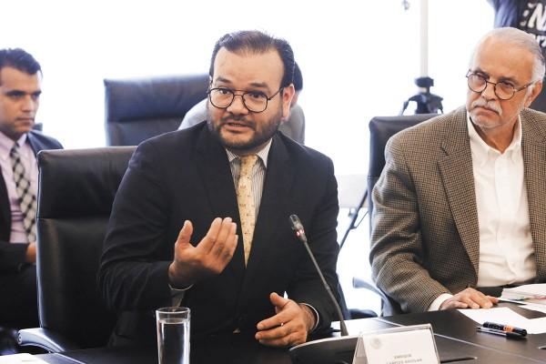 CHOQUE. Los morenistas Cristóbal Arias y Martha Lucía Micher tuvieron un diferendo con Carpizo (izq.), defensor de policías federales. Foto: Especial