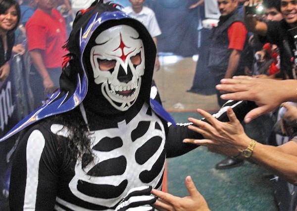 CARISMA. La Parka es uno de los luchadores mexicanos más queridos por la afición. Foto: Especial