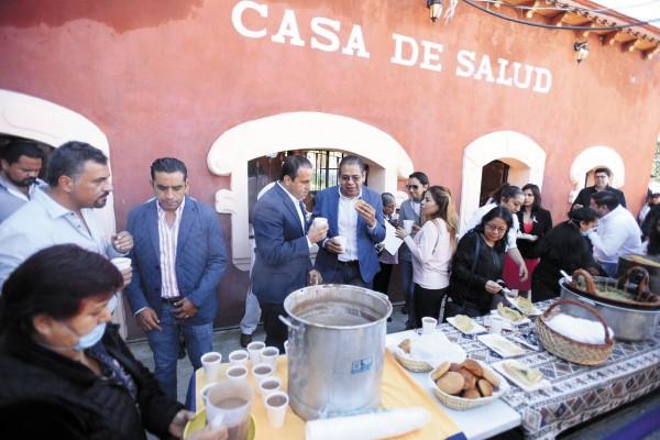SALUD. Cuauhtémoc Blanco encabezó el acto que inicia las acciones contra la influenza. Foto: Especial