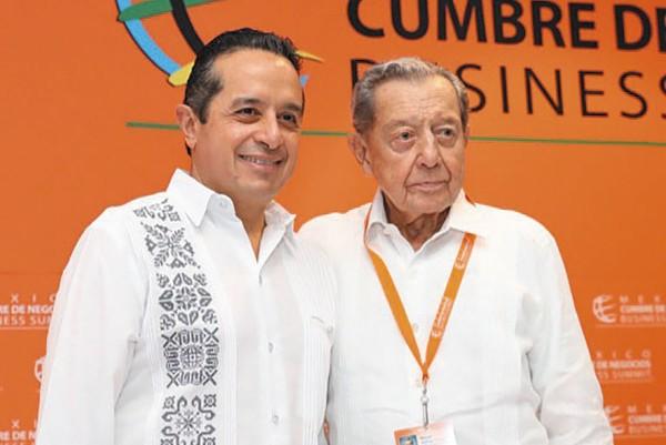 FIGURAS. Miguel Alemán Velasco, presidente de la cumbre, acompañó a Carlos Joaquín. Foto: Especial