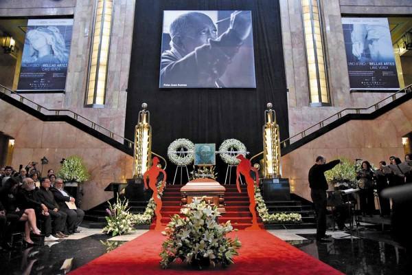 HOMENAJE. Su autorretrato a los 68 años (1999) fue colocado en el vestíbulo. Foto: Daniel Ojeda