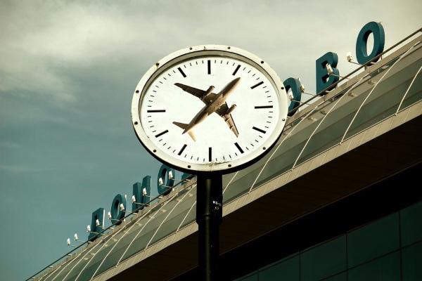 Algunos aeropuertos de la Red ASA retrasarán una hora sus relojes. Foto: Pixabay