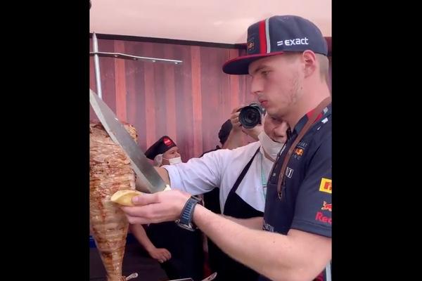 Max Verstappen realizando su nueva actividad. Especial