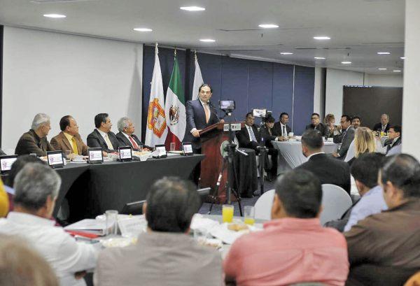 VÍNCULO CERCANO. Enrique Vargas del Villar se reunió con empresarios. Foto: Especial.
