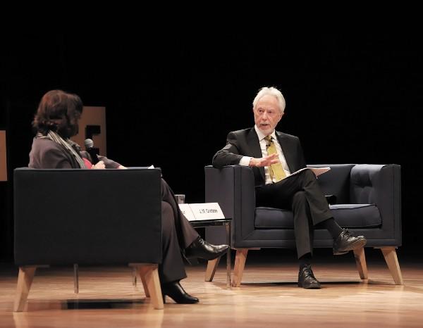 UNAM. El escritor sostuvo la charla con la académica Raquel Serur y la comunidad universitaria. Foto: Víctor Gahbler