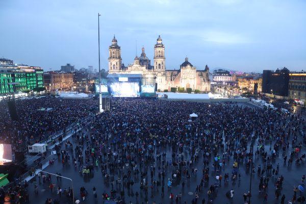 EL GRAN FINAL EN EL ZÓCALO. El acto culminó alrededor de las 21:15hrs. con un karaoke monumental en el que todos entonaron