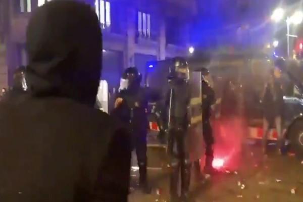 disturbios_policias_manifestantes_barcelona